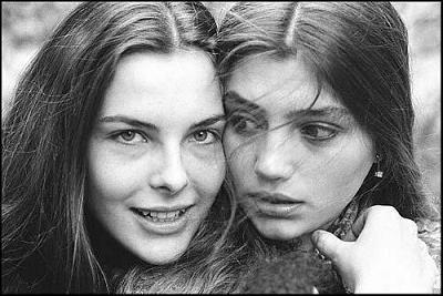 As belas Carole Bouquet e Angela Molina