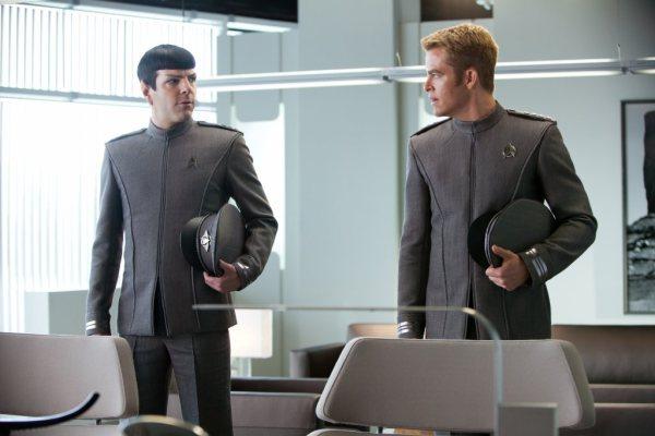 Além da Escuridão - Star Trek - Cena 2