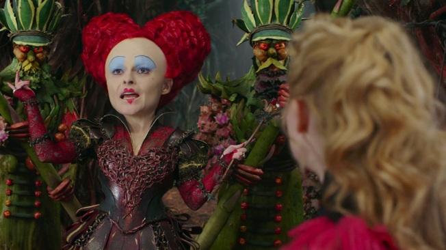 Alice Através do Espelho - Cena